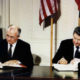 tratado nuclear INF guerra fria chega ao fim